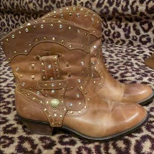 Vince Camuto western style short boot. Size 7